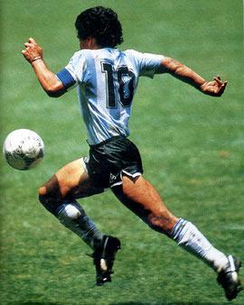 f223c98b4d5e В 1970 году на Чемпионате мира по футболу, проходившим в Мексике, лучшим  игроком был признан легендарный Пеле. Ему удалось вывести свою команду в  лидеры ...